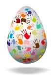 Uovo con le stampe variopinte della mano Immagine Stock