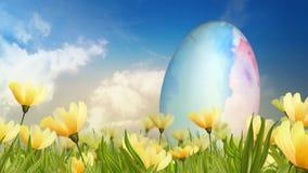 Uovo dell'acquerello nel campo del ciclo dei gigli 4K video d archivio
