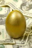 Uovo dell'oro fotografia stock