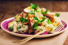 Uovo della patata ed insalata fumata del pesce Fotografie Stock