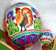 Uovo dello struzzo ed uovo di gallina Immagine Stock
