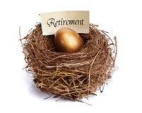 Uovo di nido dorato di risparmio di pensione Fotografie Stock