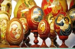Uovo di Pasqua con il simbolo sacro Fotografia Stock