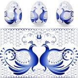 Uovo di Pasqua con un modello di gzhel stilizzato Uccello blu Fotografia Stock Libera da Diritti