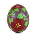 Uovo di Pasqua dipinto a mano isolato nel fondo bianco con il clippi Fotografia Stock Libera da Diritti