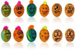 Uovo di Pasqua, dipinto nel fronte sorridente del fumetto del tipo Decorato per esempio Fotografie Stock