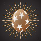 Uovo di Pasqua dorato con il saluto di festa - Vector l'illustrazione Immagine Stock