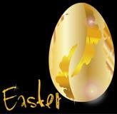 Uovo di Pasqua dorato sul nero Fotografie Stock