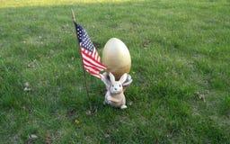 Uovo di Pasqua e bandiera americana fotografia stock libera da diritti