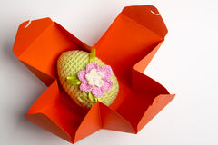 Uovo di Pasqua fatto da filato fotografia stock libera da diritti