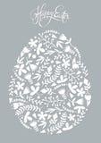 Uovo di Pasqua fatto del modello floreale di festa Immagini Stock