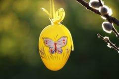 Uovo di Pasqua Giallo Immagine Stock