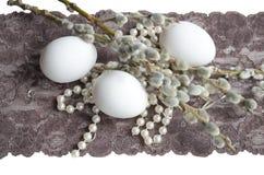 Uovo di Pasqua, perla e ramo del salice Fotografie Stock Libere da Diritti