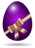 Uovo di Pasqua porpora isolato Fotografia Stock Libera da Diritti