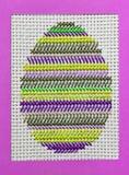 Uovo di Pasqua ricamato 11 Immagini Stock