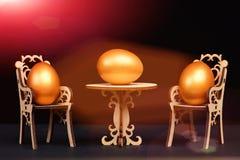 Uovo di Pasqua in sedie di legno alla tavola isolata sul nero Fotografia Stock