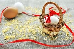 Uovo di Pasqua In un cestino, concetto di Pasqua Fotografia Stock Libera da Diritti