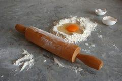 Uovo e farina Immagini Stock Libere da Diritti