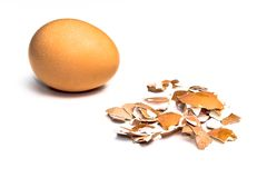 Uovo ed uovo schiantato Immagini Stock