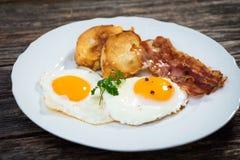 Uovo fritto con bacon fotografia stock libera da diritti