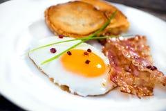 Uovo fritto con bacon fotografie stock