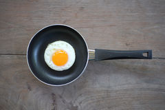 Uovo fritto con la pentola Fotografia Stock Libera da Diritti