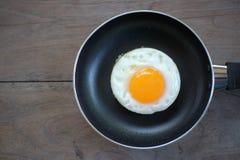 Uovo fritto con la pentola Immagine Stock Libera da Diritti