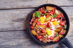 Uovo fritto con pancetta affumicata immagine stock