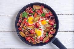 Uovo fritto con pancetta affumicata immagini stock