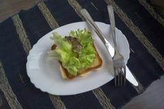 Uovo fritto con pane tostato Immagini Stock