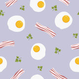 Uovo fritto del pasto americano tradizionale della prima colazione con il modello senza cuciture del bacon - illustrazione piana  Fotografie Stock Libere da Diritti