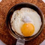 Uovo fritto in pentola fotografia stock libera da diritti