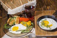 Uovo fritto sulla pentola fotografia stock libera da diritti