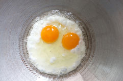 Uovo fritto in una vaschetta Fotografia Stock Libera da Diritti