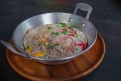 Uovo fritto in vaschetta Immagini Stock