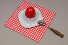 Uovo in portauovo Fotografia Stock Libera da Diritti