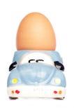 Uovo in portauovo dell'automobile Immagine Stock