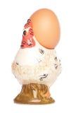 Uovo in portauovo della gallina Fotografia Stock Libera da Diritti
