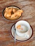 Uovo Soft-boiled e bastone fritto in grasso bollente della pasta Immagini Stock Libere da Diritti