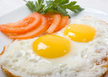 Uovo squisito con la fine della verdura in su Fotografie Stock Libere da Diritti