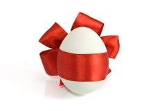 Uovo su priorità bassa bianca Immagini Stock Libere da Diritti