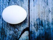 Uovo su una cassa Fotografie Stock