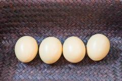 Uovo in un canestro Immagine Stock Libera da Diritti