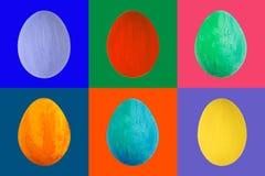 Uovo variopinto su fondo variopinto Macro dipinta fatta a mano felice dell'uovo di colore di Pasqua, insieme Fotografia Stock Libera da Diritti