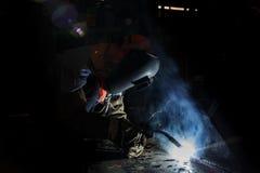 Upłynnienie rdzeniujący druciany łuku spawu proces fotografia stock
