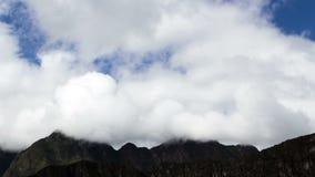 upływ Chmurnieje Nad Moutain szczytami Od Machu Picchu zbiory