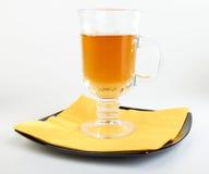 ?up van thee op zwarte plaat Stock Foto