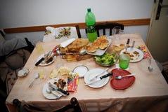 Upaćkana jadalnia, stół z talerzem i szkła po lunchu, Zdjęcia Royalty Free