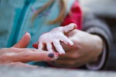 Upaćkana mała ręka Zdjęcia Royalty Free