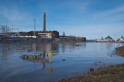 Upa河破裂了它的银行 免版税库存图片